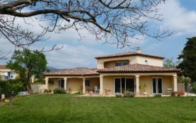 Maison à La Crau dans le Var en Provence-Alpes-Côte d'Azur avec piscine et proche des plages