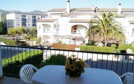 Appartement bien équipé d'une capacité pour 2/3 personnes, premier étage, petite terrasse avec vue sur mer.