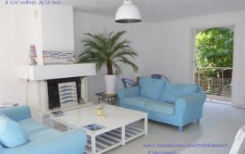 Au coeur de Calvi, Maison de charme avec jardin, Mer à 100 m. Nous accueillons confortablement 8 personnes.
