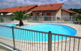 Villa-patio de 36 m² environ pour 4 personnes situé à 100 m des plages et à 1400 m des commerces,...