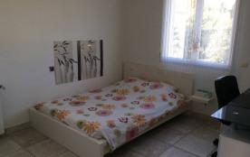 Chambre avec lit 140x200
