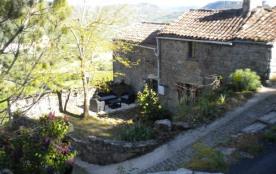 2 gites: 1 TOUR 2p. et 1 maison OUSTAL 6p. dans un hameau du 11ème siècle près de Millau - Saint-Georges-de-Luzençon