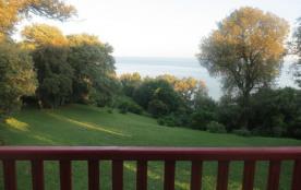 Depuis le balcon, vue sur l'estuaire et le grand jardin