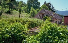 vue de l'extérieur sur la terrasse et la maison