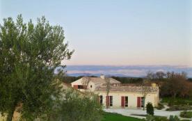 Mas à louer pour les vacances Suze la Rousse au calme, au milieu des vignes et à 2 minutes du village 12 personnes, g...