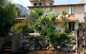Belle villa indépendante avec piscine privée et grand jardin proche de Vence