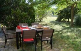 entre Aix-en-Provence, Lubéron, Alpilles et Camargue, 75 m² indépendant en rez-de-jardin dans pro...