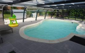 typique maison de vacances avec piscine couverte et chaufée pour 2 à 4 personnes - Rougé