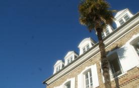 Location grande maison ancienne rénovée plein-bourg toute proche des plages