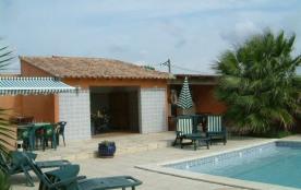 La Palmeraie est une maison de vacances typique, située près d'Arles (Provence-Alpes-Côte d'Azur), entre la Provence ...