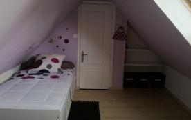 même chambre enfantile à l'étage (2 lits 90)