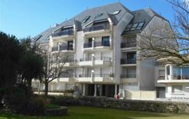 Saint Gilles Croix de Vie - proximité immédiate du port et du centre ville - à 300m de la plage d...