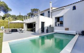 Villa avec piscine à deux pas des criques
