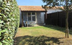 petite maison individuelle dans résidence de vacances avec jardin clôturé, Plage à 600 m, Commerc...