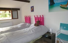 Chambre rose vue entrée maison