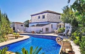 Villa OL Canu - Jolie villa partiellement rénovée avec piscine privée et située à Calpe, pour 10 ...