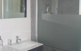 Salle de bains attenante à la chambre maritale