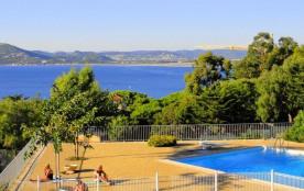 Dans résidence avec piscine, tennis, portail électrique et place de parking privative.