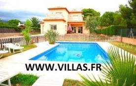 Agréable villa avec piscine privée (et protégée) située dans le quartier calme et résidentiel de ...