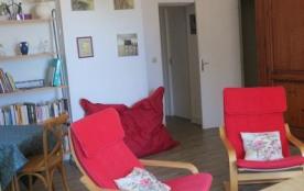 Le salon, spacieux avec deux canapés lits