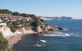 Maison en 1ère ligne de mer avec magnifique vue mer, située à 30m de la mer.