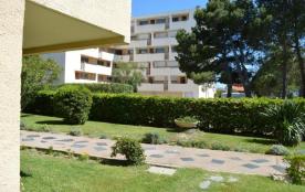 Appartement 2 pièces de 30 m² environ pour 4 personnes, ce deuxième étage de bon goût et refait à...