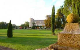 5 gîtes aménagés dans l'aile du château de la Selve, entouré d'un grand parc arboré et de champs ...