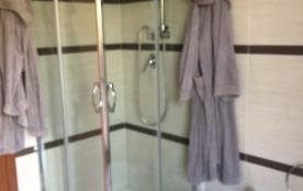 Salle d'eau accès balcon et lave-linge