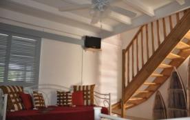 Salon du T3 duplex de charme, 2 chambres climatisé avec wifi