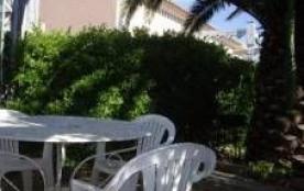 F3 mezzanine pour 6 personnes situé Résidence Le Scarlett en rez-de-chaussée avec petit jardin.