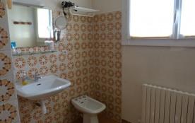 salle de bains avec douche RC