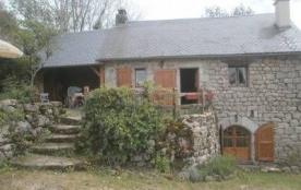 Située sur le chemin de St Jacques de Compostelle, dans un environnement bucolique, cette maison ...