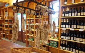 Un autre lieu de rencontre, la boutique qui regroupe 20 producteurs fermiers. Id