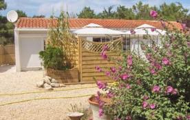 Deux  Villas face à la mer , à 100 mètres de la plage ,isolées , dans une zone classée naturelle espace remarquable.