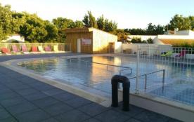 « Au Petit Port de l'Houmeau » est un camping familial 3 étoiles de 132 emplacements sur 2.5 ha, situé en Charente Ma...
