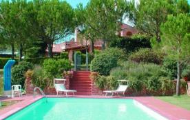 Toscane, Belle maison de campagne parfaitement restructurée, comprenant un total de 3 appartement...