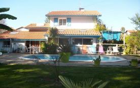 Villa contemporaine avec piscine, À 5 minutes de l'océan.