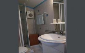 La sale d'eau avec toilette