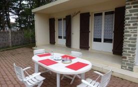 Maison 3 pièces de 50 m² environ pour 4 personnes située à 400 m de la plage et 1 km 500 des comm...