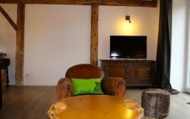 salon avec TV 102cm TNT