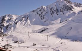 la station, les pistes, la montagne, la neige en plus.