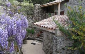 Gîtes de France situé dans un petit hameau Ardéchois, à 10 minutes de Vernoux où vous trouverez tous commerces et act...