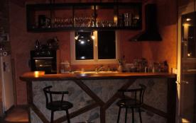 Cuisine équipée avec bar de séparation