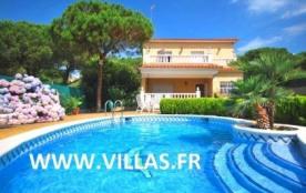 Villa CV San - Jolie villa située dans une rue calme de l'urbanisation Els Pinars à Lloret de Mar...