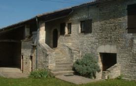 Maison de caractère, indépendante située dans une ancienne ferme