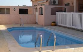 Latour Bas-Elne (66) - rez de chaussée de villa avec piscine.