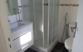 salle de douche et LAVABO WC avec fenetre