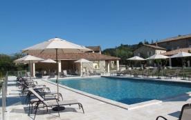 A proximité des Gorges de l'Ardèche, des stations thermales de Vals et Neyrac les Bains, du plate...
