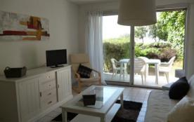 Dans petite résidence en front de mer et à 200 mètres du port de plaisance, beau studio en rez-de...