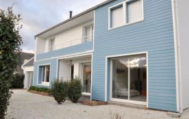 Belle maison contemporaine mitoyenne à 100m de la plage de la Grève Rose.
